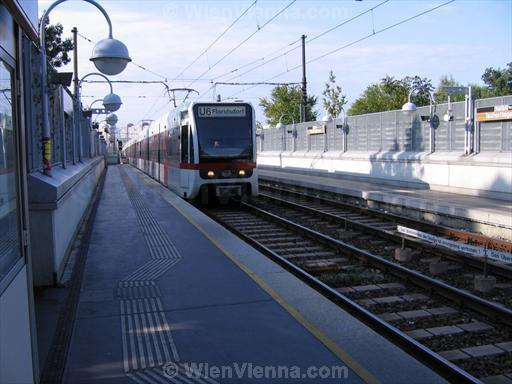 Vienna U-Bahn Train at Tscherttegasse Station
